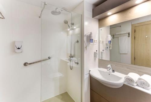 Łazienka w obiekcie B&B Hotel Madrid Las Rozas