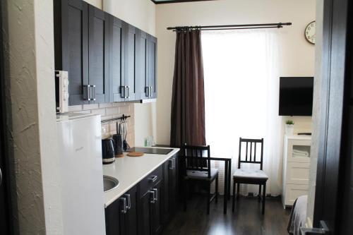 Кухня или мини-кухня в Квартиры в доме купчихи Морозовой