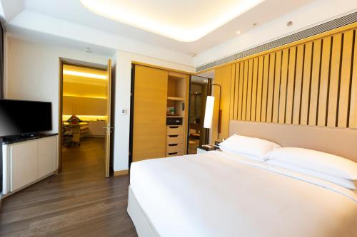 A bed or beds in a room at DoubleTree by Hilton Ahmedabad
