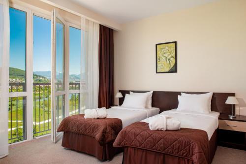 Кровать или кровати в номере Barkhatnye Sezony Sportivny Kvartal Resort