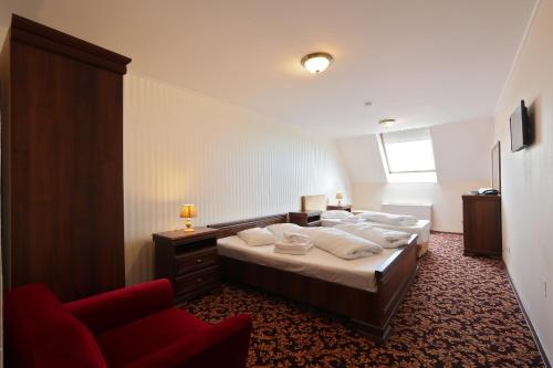 A bed or beds in a room at Hotel Impero