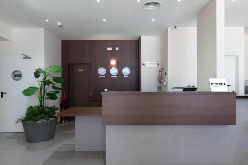 The lobby or reception area at Hotel Olympia Universidades