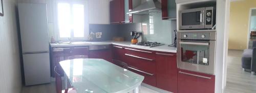 A kitchen or kitchenette at Ferme Ithurburia