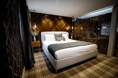 A bed or beds in a room at Heritage Park Hotel & Leisure Club