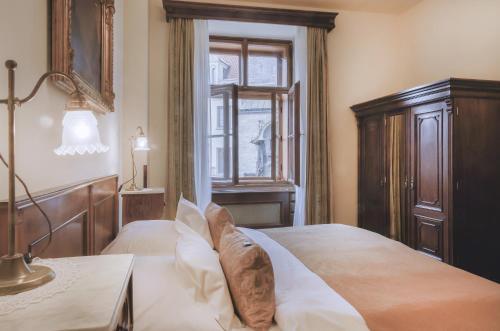 Letto o letti in una camera di Grand Hotel Praha