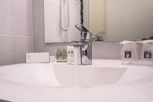 Salle de bains dans l'établissement Hotel Actuel Chambéry Centre Gare