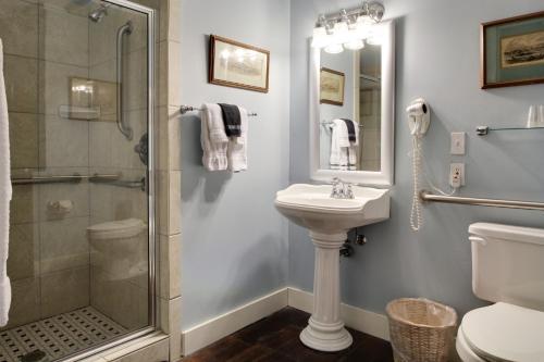 A bathroom at The Green House Inn
