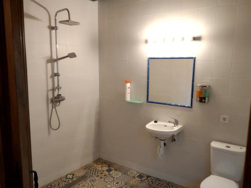 A bathroom at Albergue Usandi Auto Check-in