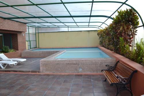 The swimming pool at or close to Fontana: Location + Pool