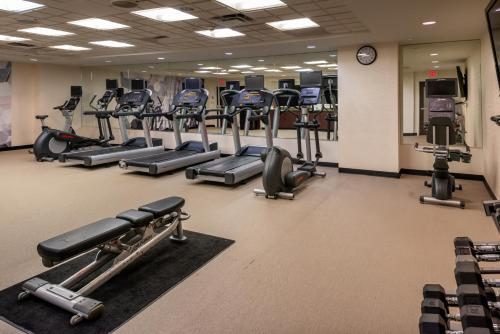 The fitness centre and/or fitness facilities at SpringHill Suites by Marriott Pittsburgh North Shore