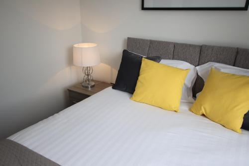 A bed or beds in a room at Halifax House, Studio Apartment 207