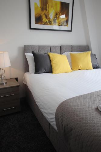 A bed or beds in a room at Halifax House, Studio Apartment 209