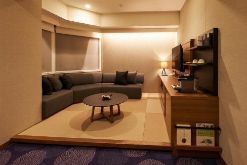 A seating area at Hotel Ryumeikan Tokyo