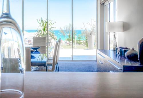 The swimming pool at or near Mullaloo Beach Hotels & Apartments