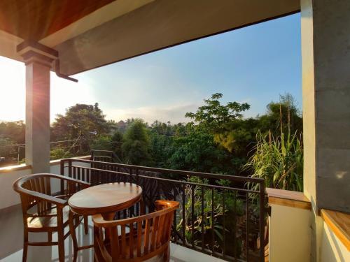 A balcony or terrace at Jero Ratna Homestay