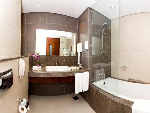 A bathroom at Flora Al Barsha Hotel At The Mall