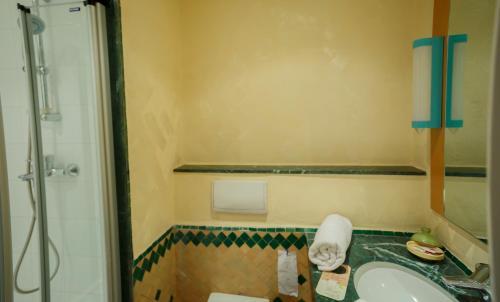 A bathroom at Ibis Ouarzazate