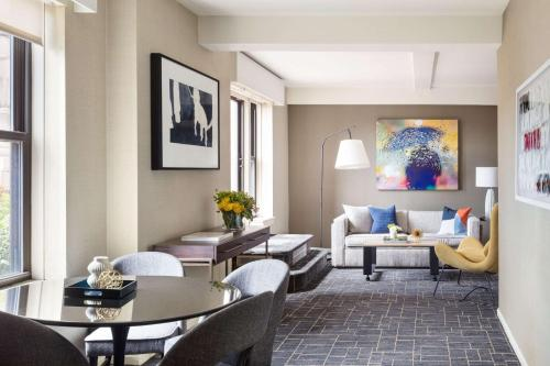 A seating area at Shelburne Hotel & Suites by Affinia