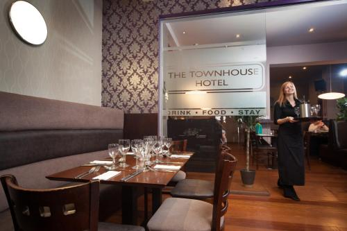 A restaurant or other place to eat at The Townhouse Hotel