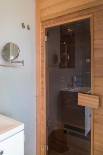 A bathroom at Buiten Pekelinge