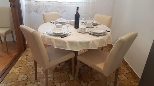 Restaurace v ubytování Apartman Lucijan