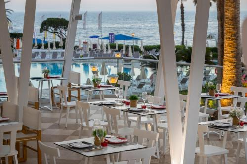 A restaurant or other place to eat at Leonardo Plaza Cypria Maris Beach Hotel & Spa