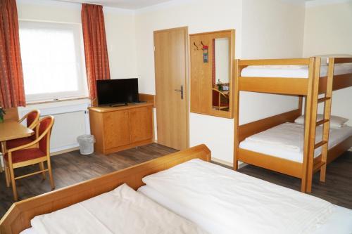 A bunk bed or bunk beds in a room at Gasthof zum Ochsen