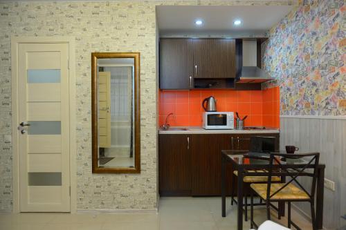 Кухня или мини-кухня в LeoHotels Знаменская
