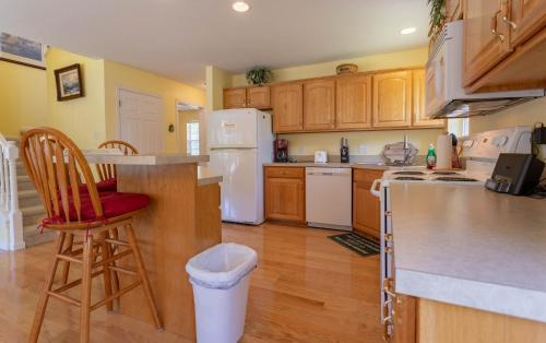 A kitchen or kitchenette at The Lake House Home