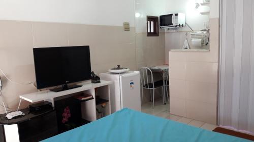 Uma TV ou centro de entretenimento em Saquá House