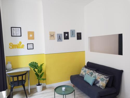 A seating area at Happy T1 tout équipé - confort - Vieux Port
