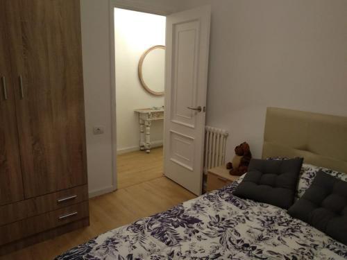 A bed or beds in a room at APARTAMENTO EN EL CENTRO DE LALIN