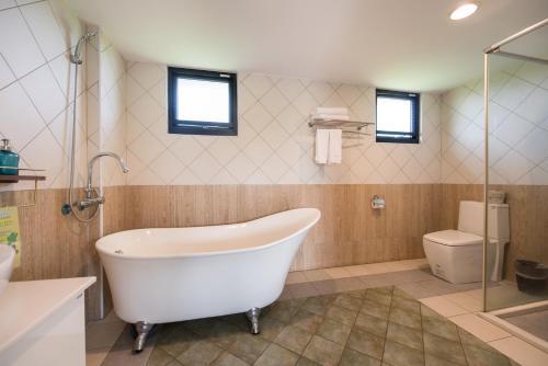 A bathroom at OUTLINE B&B