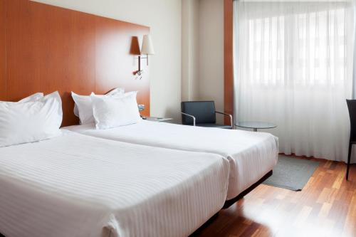 A bed or beds in a room at AC Hotel Leon San Antonio
