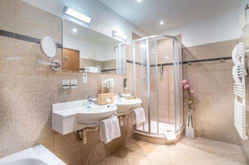 Ein Badezimmer in der Unterkunft Hotel Seppl
