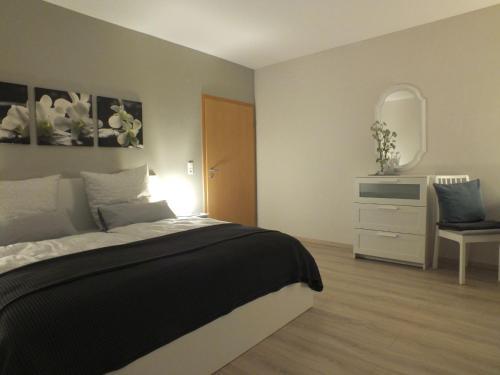 Ein Bett oder Betten in einem Zimmer der Unterkunft Ferienwohnung Am Bruch
