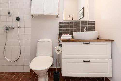 A bathroom at Hotelli Rakuuna