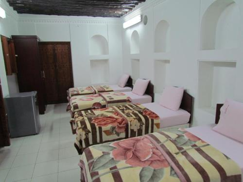 A restaurant or other place to eat at Sharjah Heritage Youth Hostel