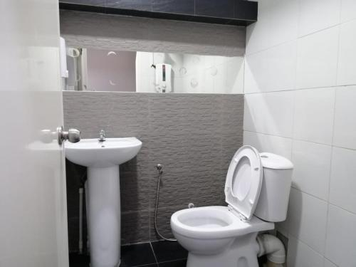 A bathroom at Qing Yun Resthouse