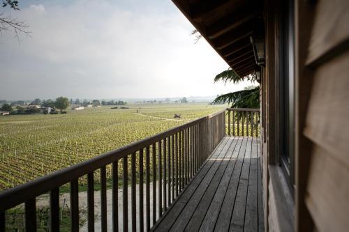 A balcony or terrace at Le Relais de Franc Mayne Saint Emilion