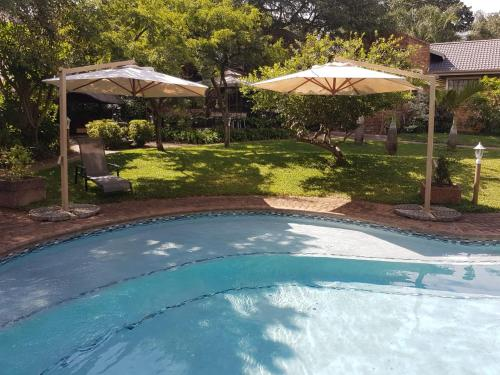 The swimming pool at or near Shingalana Guest House