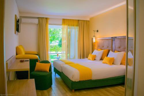 سرير أو أسرّة في غرفة في HAMILTON Agadir