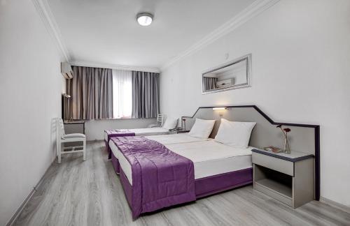 Кровать или кровати в номере Hotel Billurcu