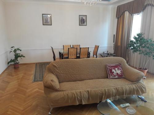 Uma área de estar em TATIANA'S Apartament 3 bedrooms