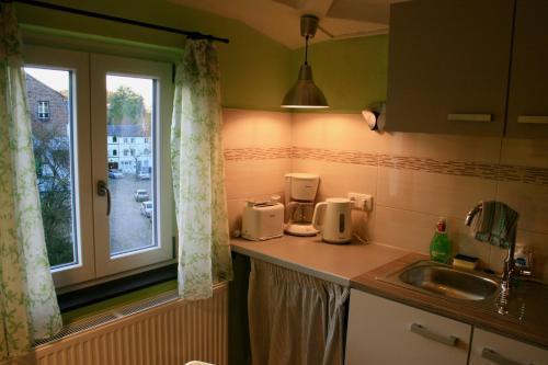 A kitchen or kitchenette at Het Mergelhoek