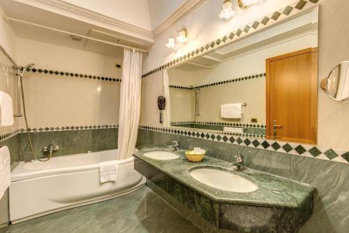 Salle de bains dans l'établissement Hotel Contilia