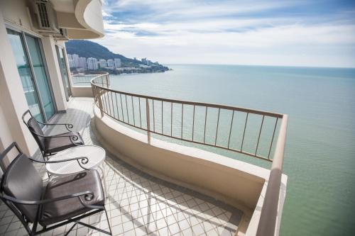 Een balkon of terras bij Rainbow Paradise Beach Resort