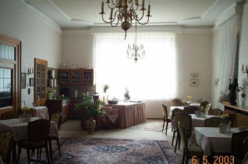 Ein Restaurant oder anderes Speiselokal in der Unterkunft Haus-Maria