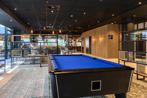 A pool table at Park Inn by Radisson Antwerp Berchem