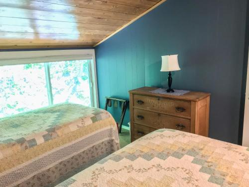 A bed or beds in a room at Chimney Corners Resort